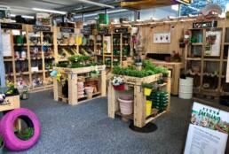 Migros Do it City Farming Zürich Ladenbau Konzept Holz Handwerk Unikat Einrichtung Pflanzenwand Logo Viva Colores Handwerk Unikat Bepflanzung Paletten Palettenmöbel Werkbank Gestell Dekoration Deko