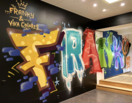 Viva Colores Team Design Kreativmalerei Agentur Werkstatt Unikat Handwerk Holz Sprayer Graffiti Grafik Druck Metallkonstruktion Dekoration Eventspiele Beschriftung Montagearbeiten Workshop Logodesign Logo Visualisierungen Illustrationen